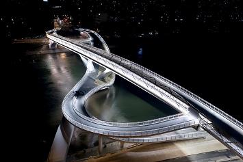 Un pont vers l'infini ...