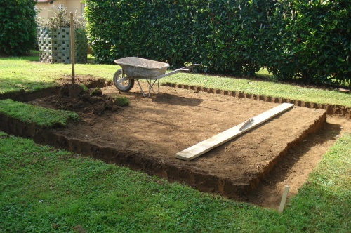 Construction d 39 un abri de jardin for Construire son garage soi meme