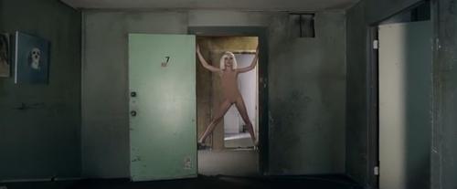 Chandelier de SIA : Apologie de la pédophilie ou oeuvre d'art?