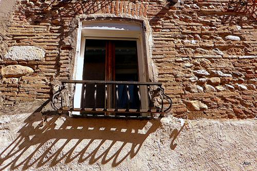 Fenêtres et vieux mur !