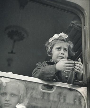 bischof-fille-train-hongrie-1947.jpg