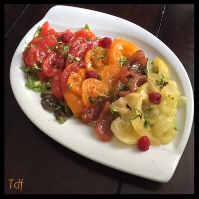 Salade de tomates multicolors aux framboise