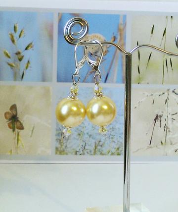 Boucles Dormeuses - Perles de verre nacré renaissance jaune pâle 12mm et Cristal de Swarovski / plaqué argent