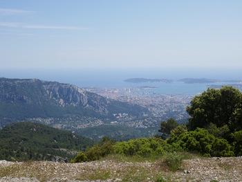 La rade de Toulon. Le Faron est plus de 200 m plus bas