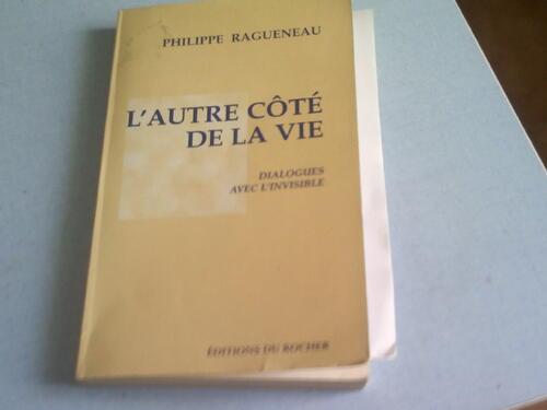 un beau livre que m'a donné une amie avant de mourir  ,l'être chère n'est jamais partie ,elle est toujours là
