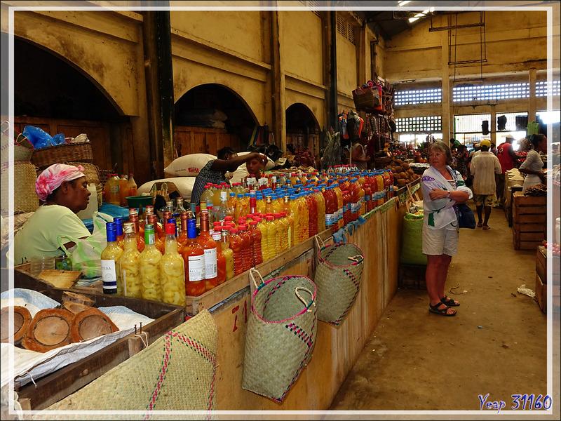Marché de Hellville : le coin des épices - Nosy Be - Madagascar