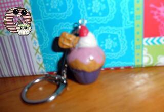 Porte clés cupcake rose/violet + chantilly et fraise en fimo