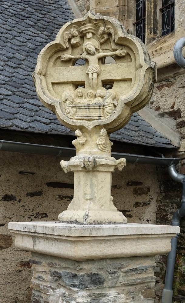 L'église Saint-Fleuret, à Estaing...