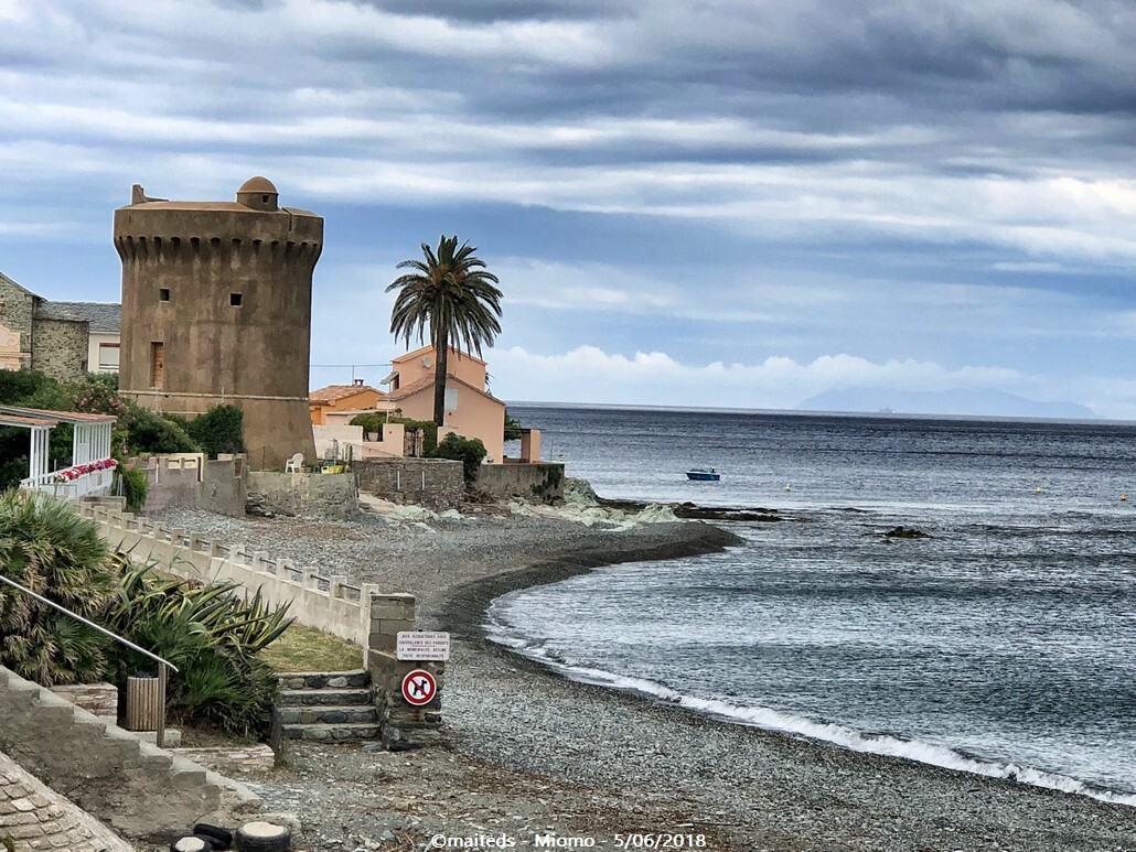 Miomo et sa tour génoise - Corse