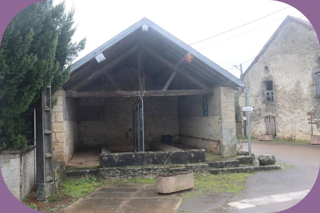 BOUSSENOIS (CÔTE D'OR) LAVOIR N° 2
