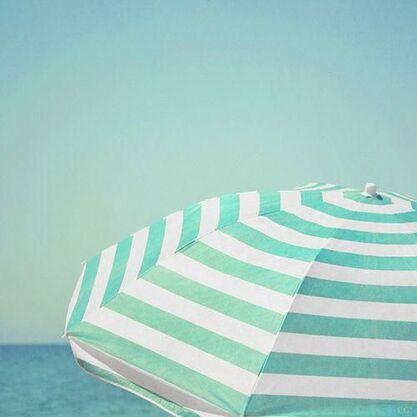 11 bis - Plage, parasols et couleurs!