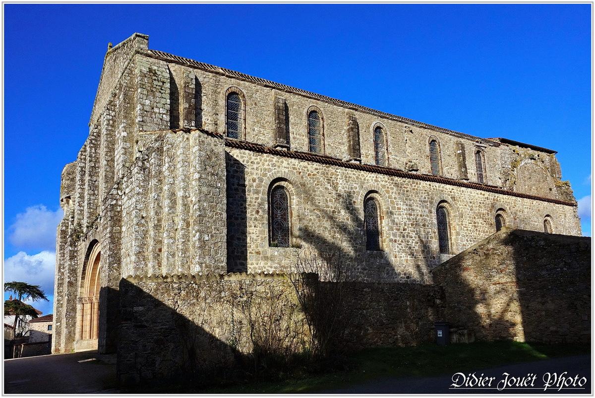 85 . Vendée / La Chaize le Vicomte (19) - Eglise Saint Nicolas