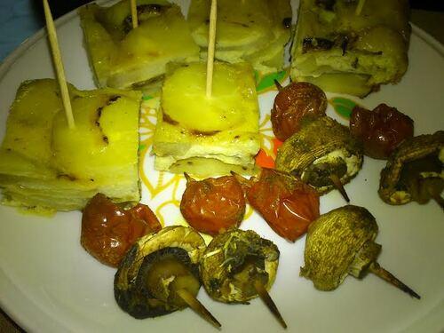 Tortillas de pomme de terre et Brochettes champignons/tomate pour un apéro Tapas
