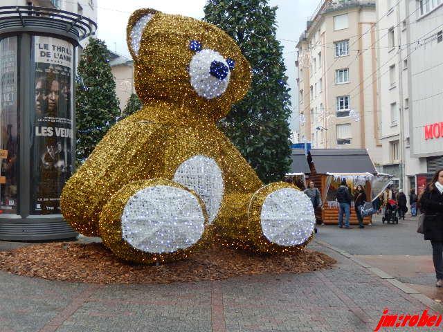 Limoges: le marché de Noël sous la pluie ...quel dommage