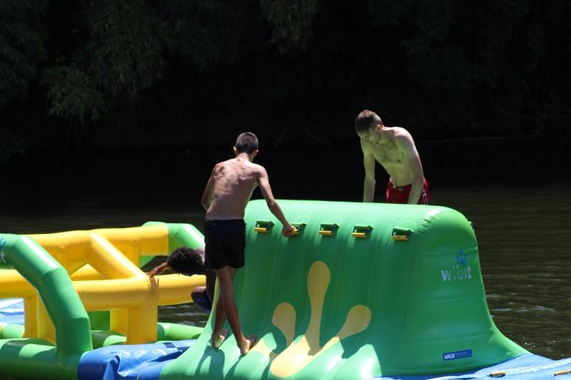 Jeux gonflables sur l'eau