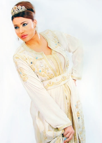 Takchita-2015-a decouvrir en ligne poue mariage marocain en blanc-cassé-et-beige-TAK-S881
