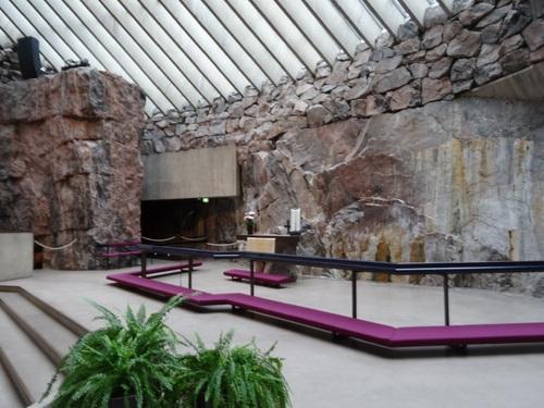 Autour de l'Église Temppeliaukio d'Helsinki en Filande