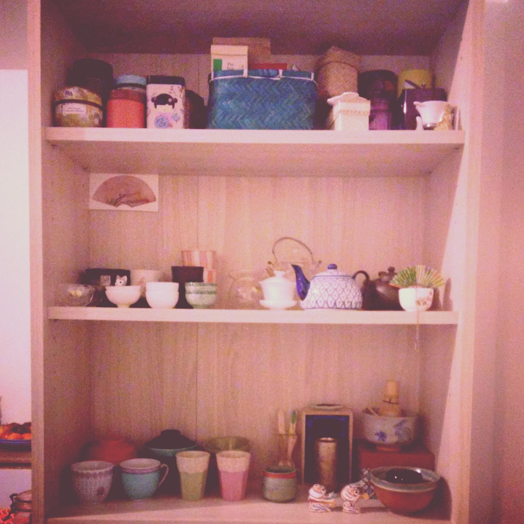 Ma collection de thé, théière, tasses à thé.