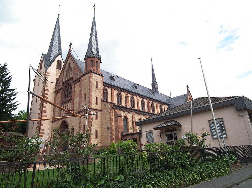 Bürgel katholische Kirche St Pankratius.JPG