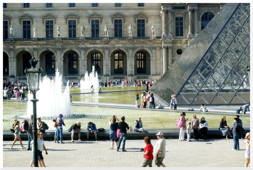 Paris. Musée du Louvre, voir de l'intérieur