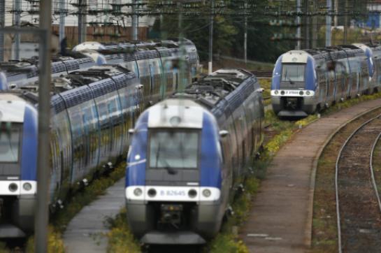 La CFDT, l'un des quatre syndicats SNCF qui avaient appelé à la grève à partir de mardi, a levé son préavis, a-t-elle annoncé lundi lors d'une conférence de presse.