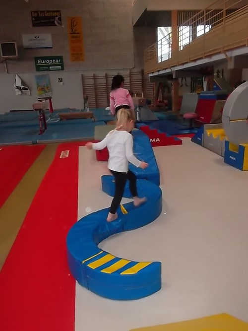Première séance de gymnastique dans un gymnase