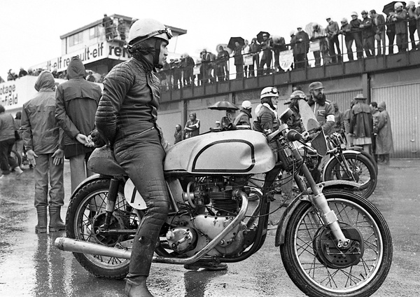 "Le ""Million"" coule, la moto ancienne sort les rames"
