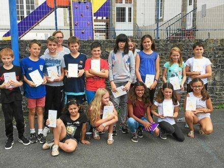 Avant de prendre le chemin des vacances, les élèves de CM2 ont tous reçu un recueil de fables de Jean de la Fontaine.