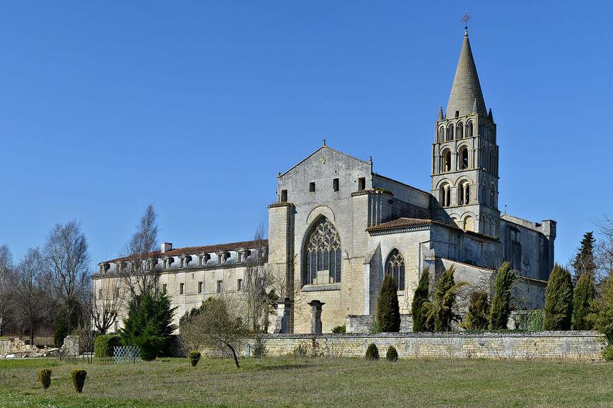 Bassac 16 Abbaye vue ESE 2014.jpg