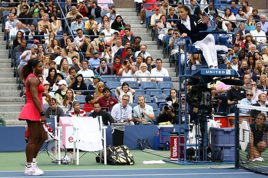 179464_serena-williams-proteste-contre-l-arbitre-lors-de-la-finale-de-l-us-open-a-new-york-le-11-sep