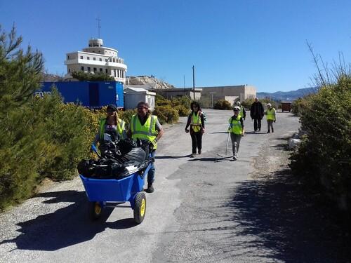 Nettoyage des plages du Frioul