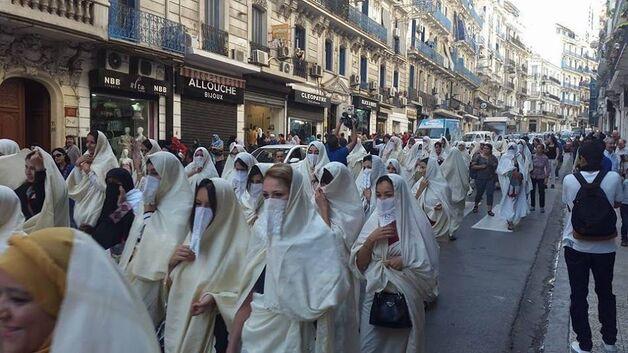 """Résultat de recherche d'images pour """"porter le voile en algerie"""""""