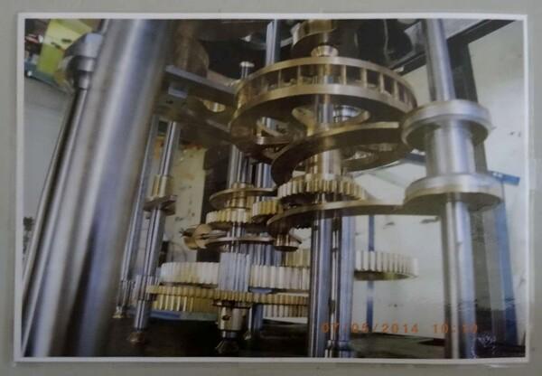 Le mécanisme de l'horloge de l'églide de Montigny sur Aube a été superbement rénové....