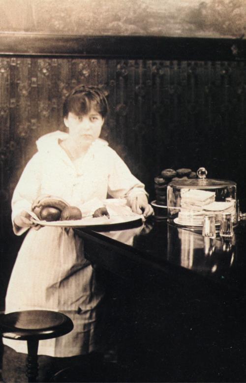 servante en 1900