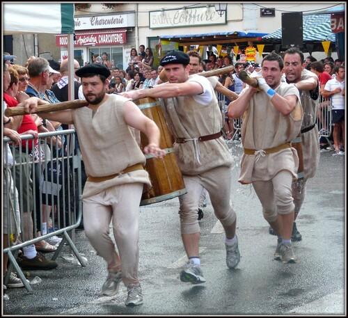 Salies...Le défilé des chars des Saints Patrons