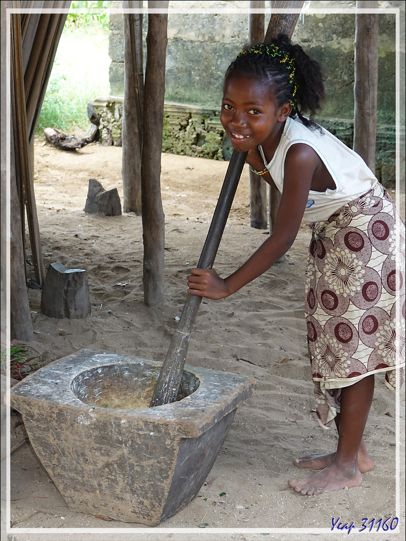 Petit bout de femme mais tout d'une grande ! - Antanambe - Nosy Sakatia - Madagascar