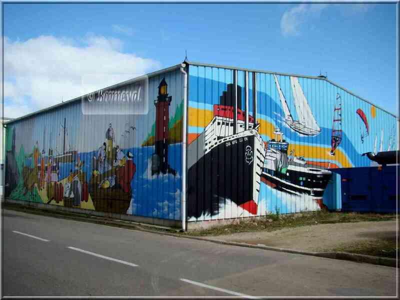 * Finistère * entrepôt sur le port à Douarnenez