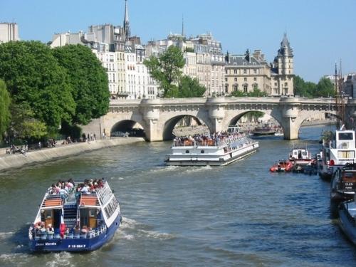 Il y a les ponts de Paris ... et