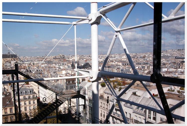 Vues de Paris depuis la terrasse du Centre Pompidou.