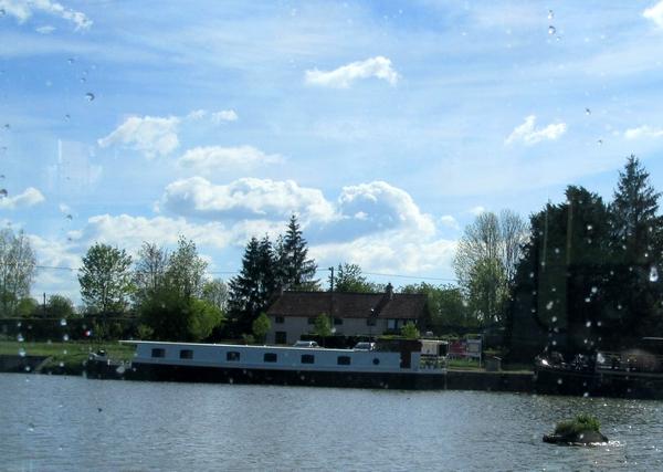 Une belle croisière à bord du bateau La Billebaude, sous la voûte du canal de Bourgogne, avec la FNATH