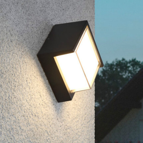 Light Up This Christmas With LED Outdoor Lighting