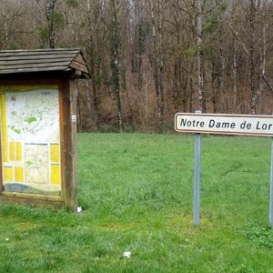 Parking situé en face de Notre Dame de Lorette
