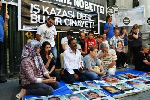 Manifestation mensuelle de l'Association Familles en quête de justice