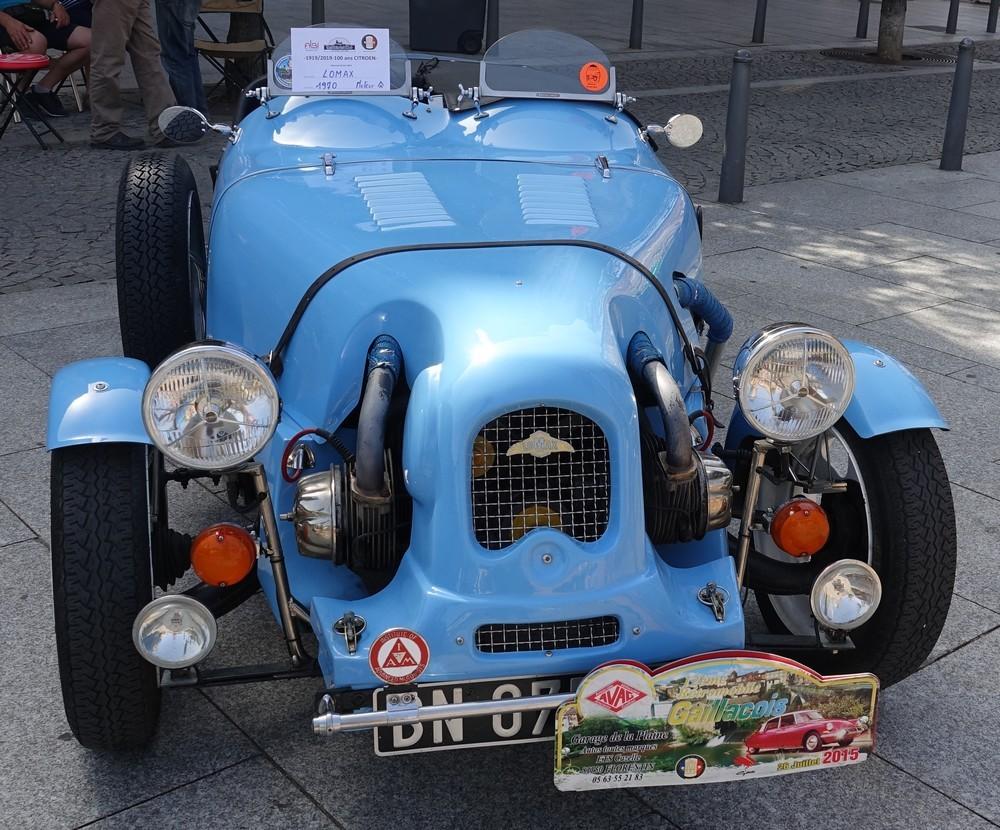 Exposition de vieilles voitures à Albi...