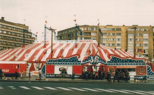 le cirque Jean Richard à Bruxelles , place Flagey, en 1981 ( archives Raymond Marti)