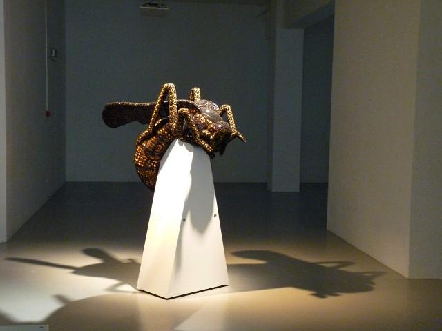 La guêpe de Joana Vasconcelos 1 Faux Mouvement Metz 2010