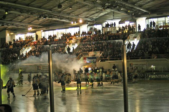 Samedi 24 novembre, hockey sur glace à la patinoire de l'île Lacroix