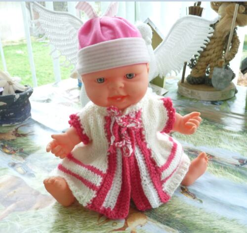 Le bébé -culbutos est habillé