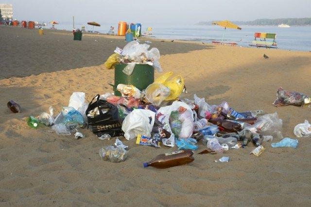"""Résultat de recherche d'images pour """"pollution des plages"""""""