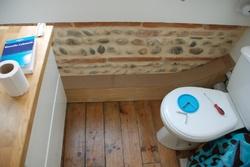 Cache tuyaux salle de bain.
